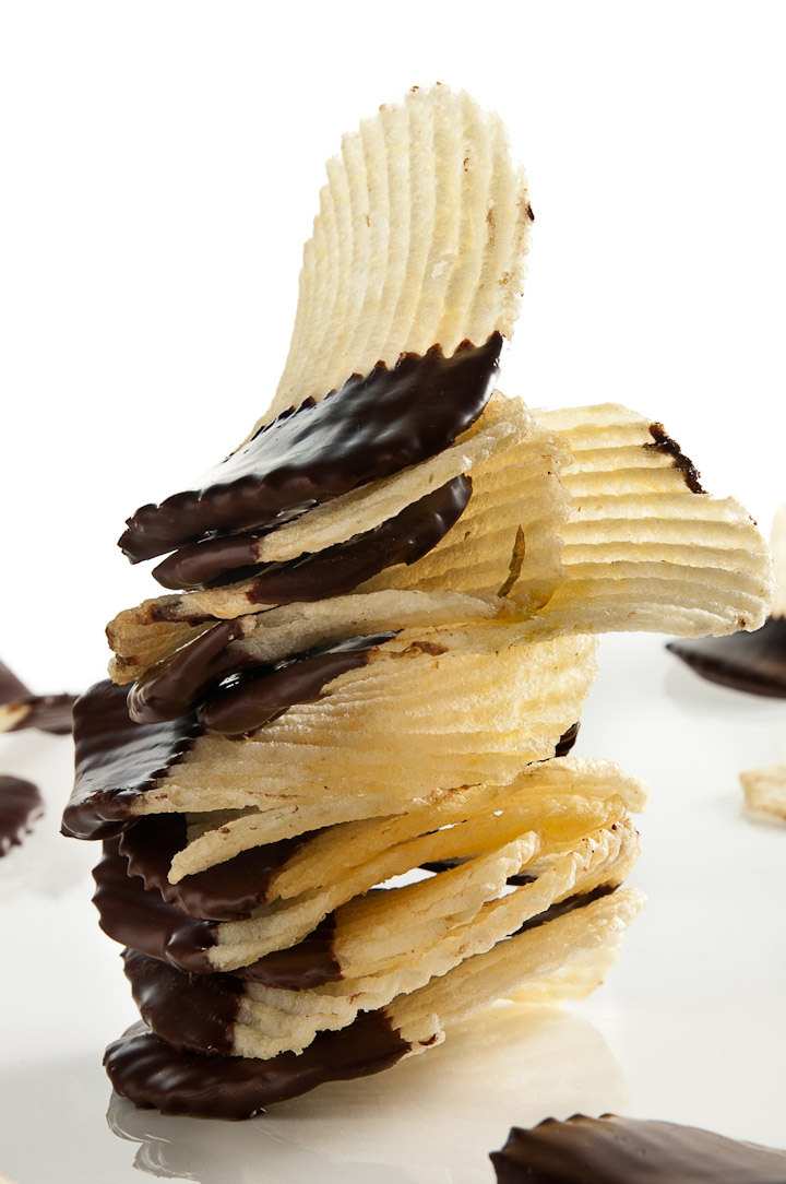 Chocolate Covered Potato Chips: an easy sweet and salty snack by ibakeheshoots.com.