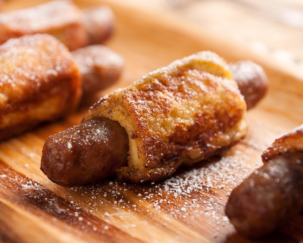 Want to upgrade your boyfriend's breakfast in bed? Bring him French Toast Sausages dusted with powdered sugar | ibakeheshoots.com