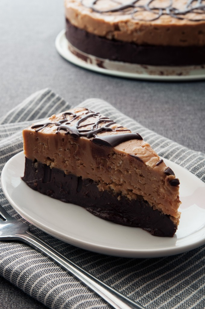 When it's too hot to turn on your oven, make this no-fuss No Bake Chocolate Peanut Butter Cake by ibakeheshoots.com