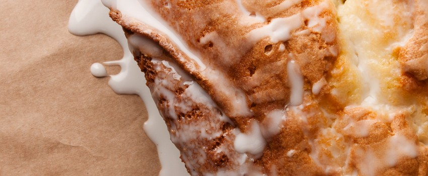 Bourbon Pecan Pound Cake: a boozy alternative to your typical loaf cakes by ibakeheshoots.com