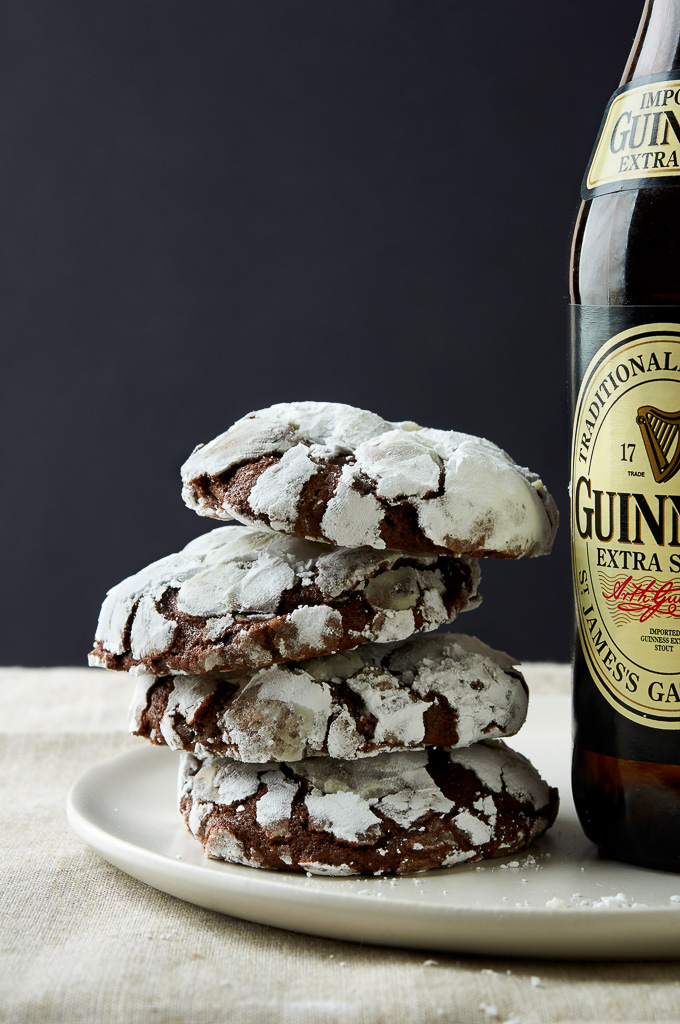 Celebrate St. Patrick's day with Guinness Crinkle Cookies by ibakeheshoots.com