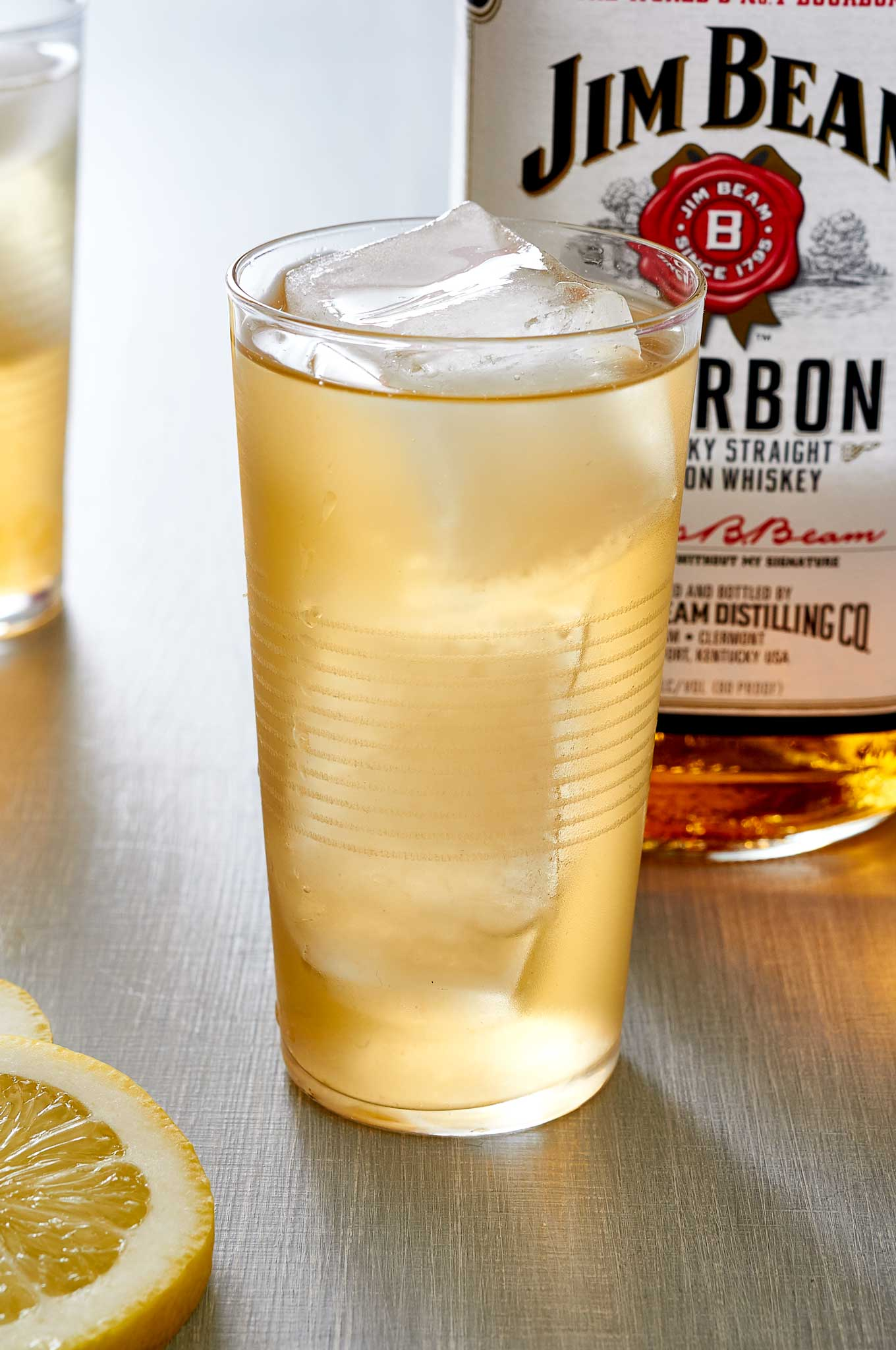 when the heat is too much, reach for a refreshing Bourbon Arnold Palmer. | Ibakeheshoots.com