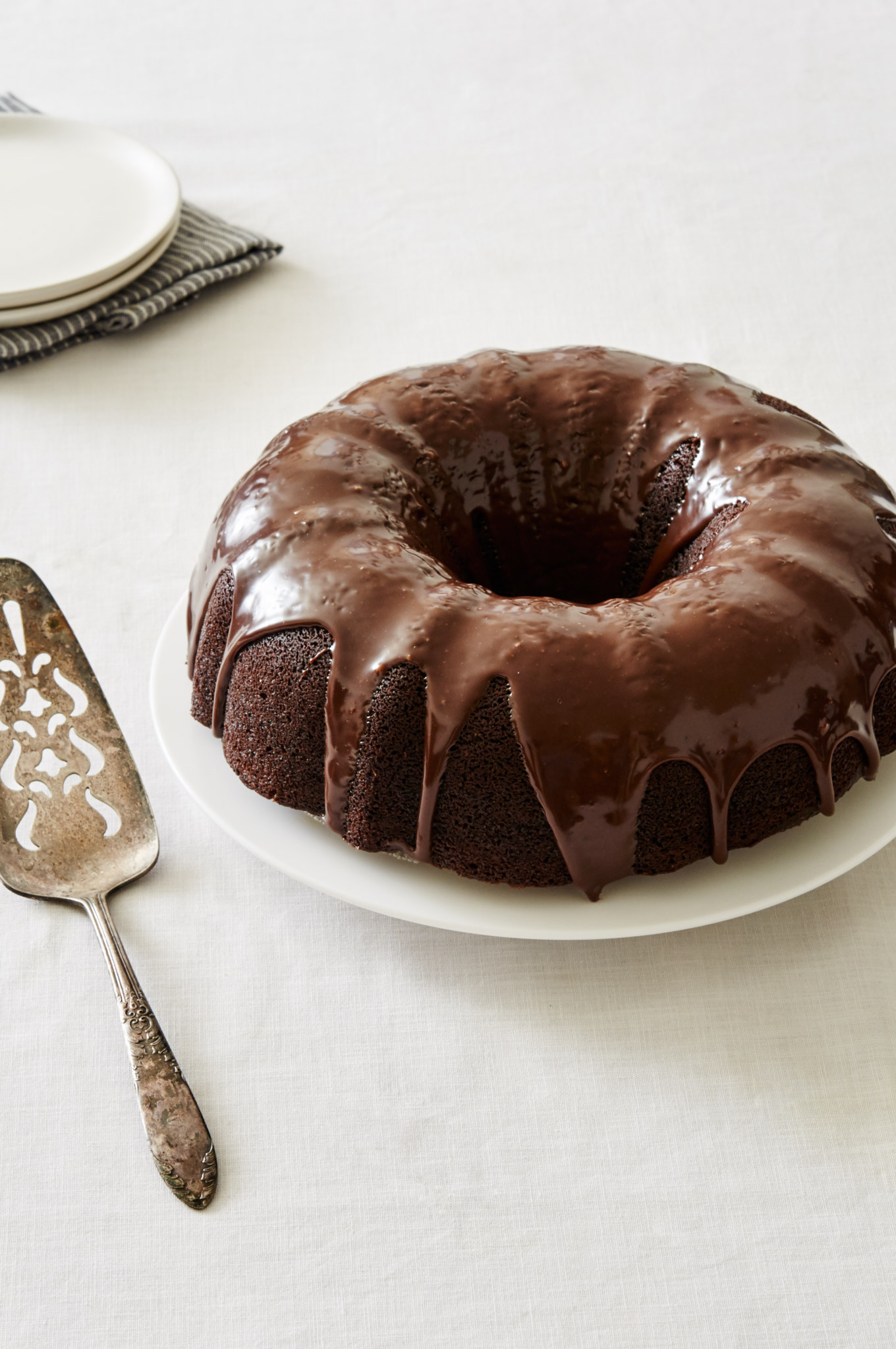 Warm your belly with this Bourbon Hot Chocolate Bundt Cake | Ibakeheshoots.com