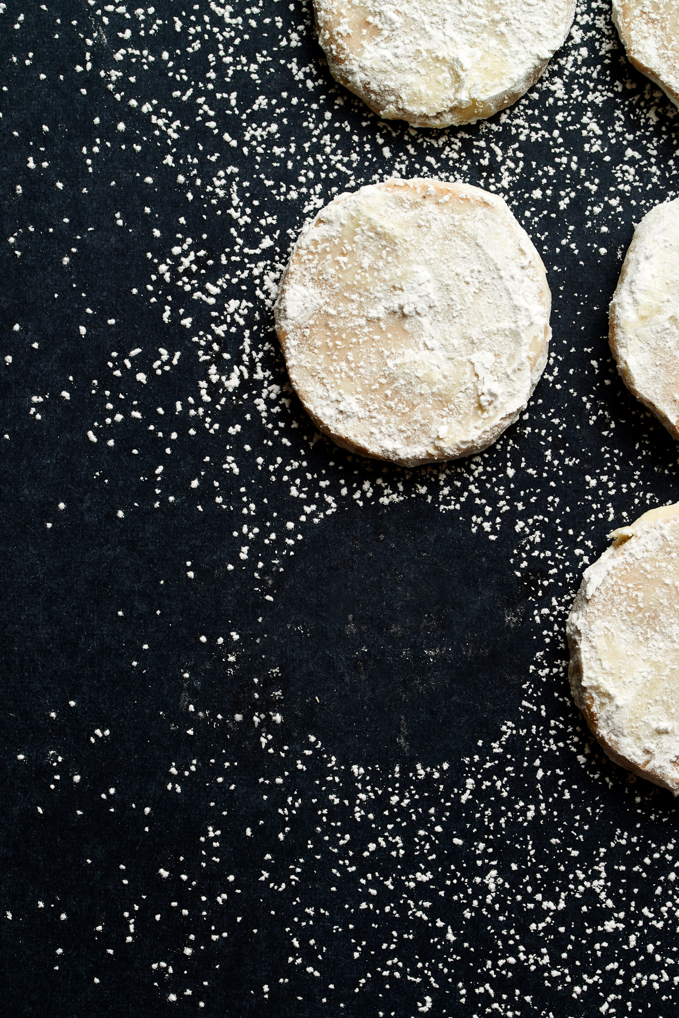 Next level your cookie game with these light and fluffy Amaretto Meltaways. | ibakeheshoots.com