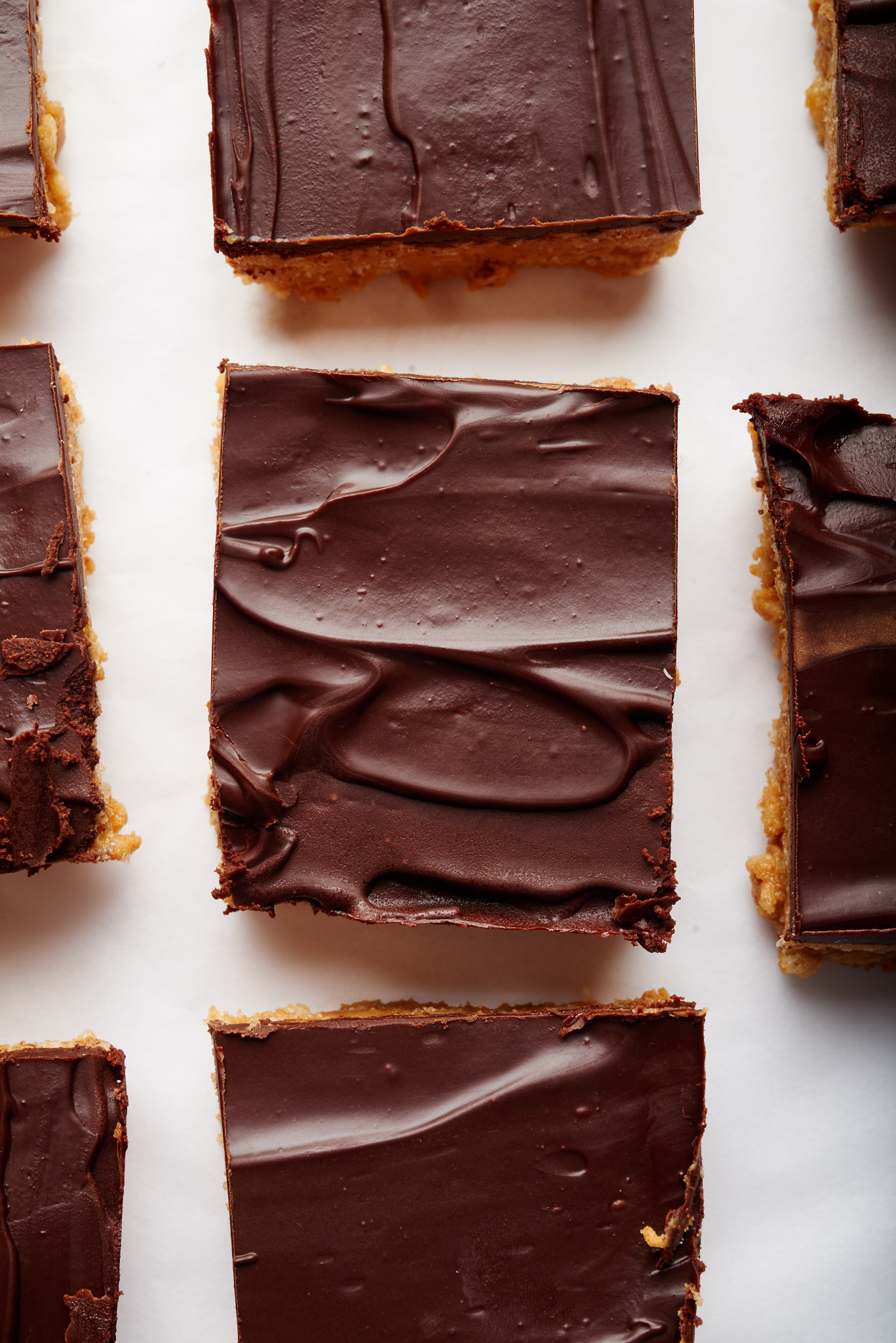 All you need is 5 ingredients to make these easy, no bake vegan peanut butter chocolate bars. | ibakeheshoots.com