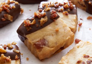 Maple Bacon Shortbread; the perfect cookie for meat lovers and cookie lovers | ibakeheshoots.com