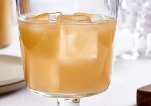 Want a sugar-free beverage that's spicy and refreshing? Try this Lemon Ginger Brew. So delicious! | ibakeheshoots.com